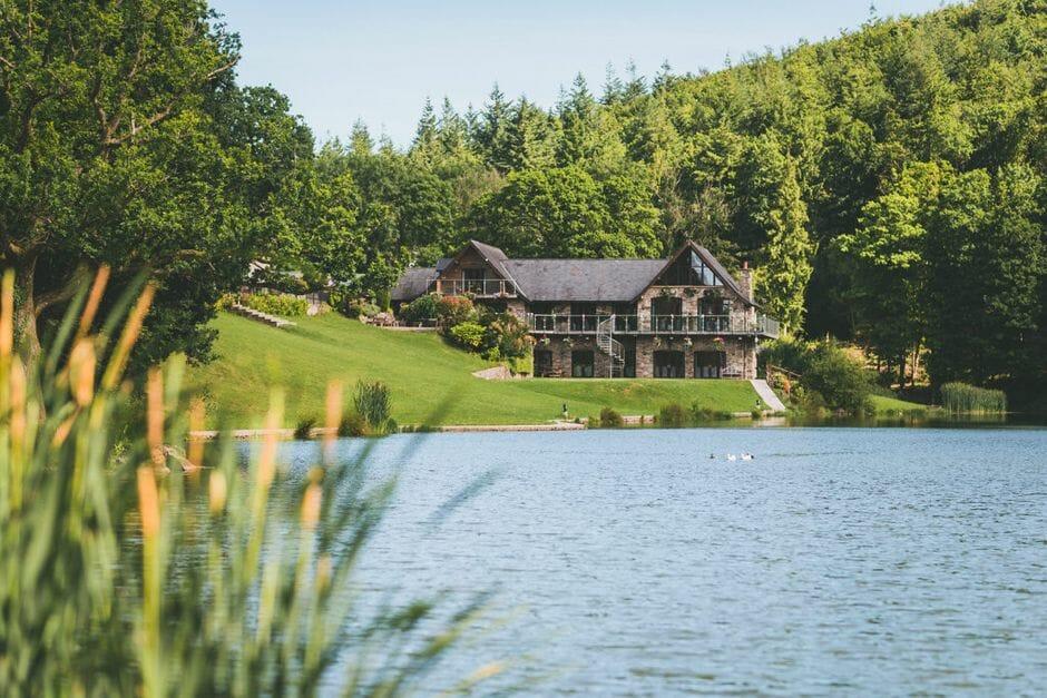 Canada Lodge and Lake